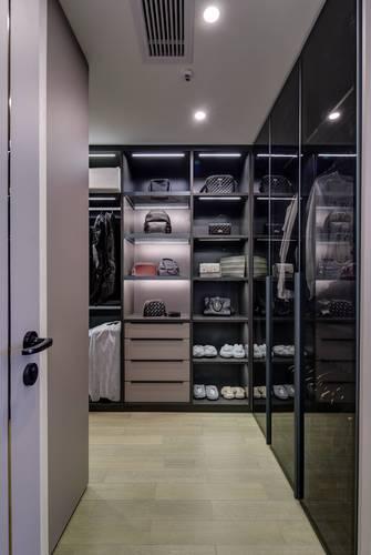 富裕型130平米三室两厅中式风格衣帽间设计图