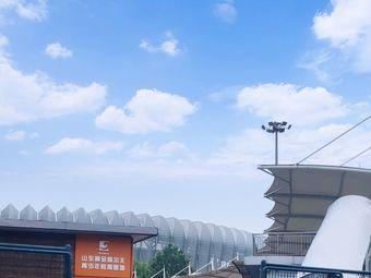 山东文旅崮云湖高尔夫奥体练习场