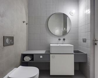 富裕型140平米三室两厅现代简约风格卫生间图片大全