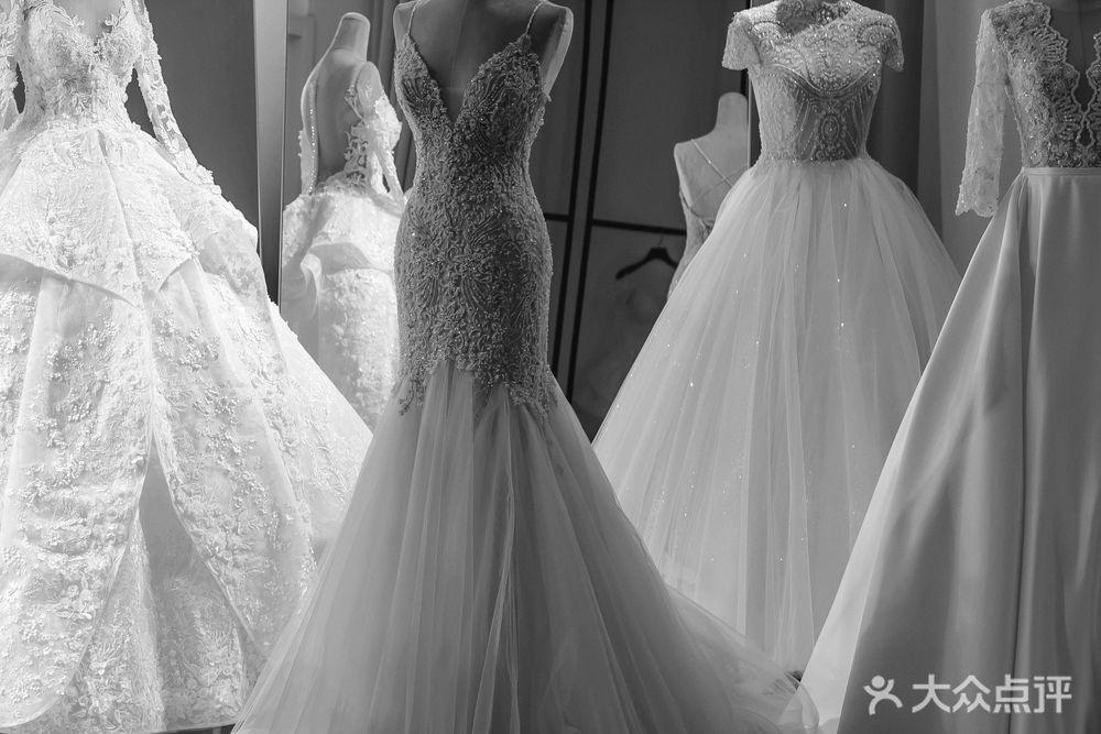 LOVINA洛维那奢品婚纱的图片