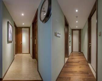 豪华型140平米四美式风格走廊图