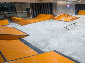 板盈室内滑板培训