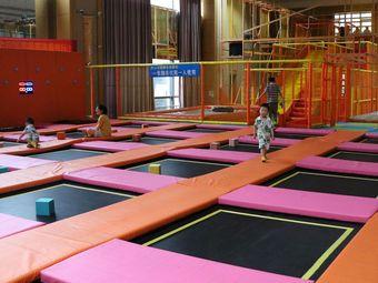 六安乐酷蹦床运动馆