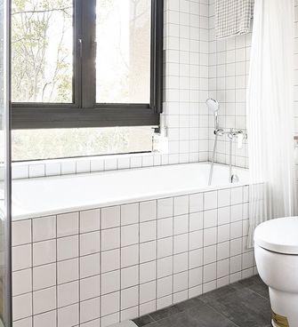 富裕型110平米日式风格卫生间图片
