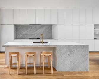 140平米工业风风格厨房装修案例