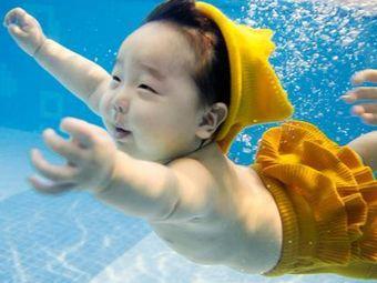 假日鱼亲子游泳馆