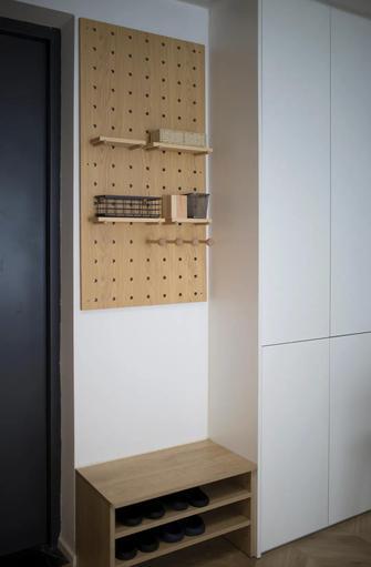经济型80平米三室一厅现代简约风格玄关设计图