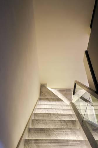 富裕型120平米三室两厅现代简约风格楼梯间装修图片大全