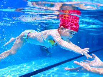 鲸鱼堡亲子游泳馆