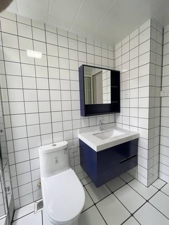 富裕型100平米三室两厅现代简约风格卫生间设计图