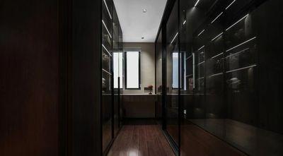 四室两厅现代简约风格衣帽间图