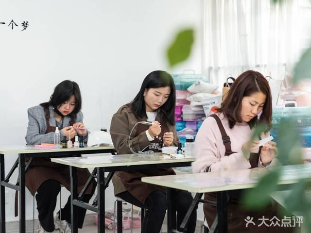 艺尚美学纹绣化妆美甲美睫皮肤管理培训(宝安总校)
