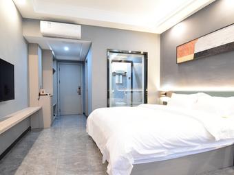 惠来县转角主题客房——单人豪华大床房