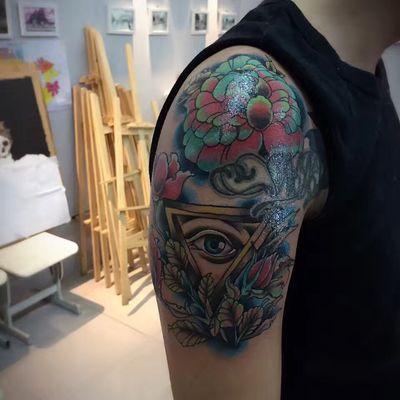 大臂拼接纹身图