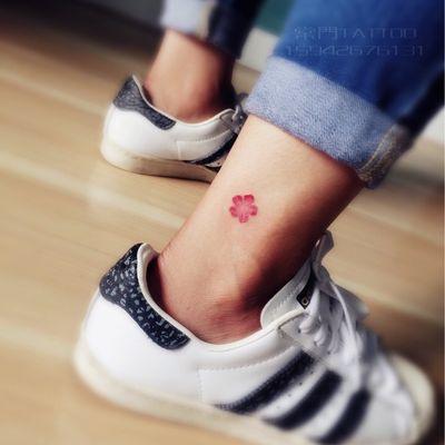 脚踝小樱花纹身图