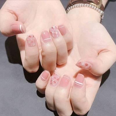 清爽的粉美甲款式图