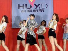 胡杨舞蹈的图片