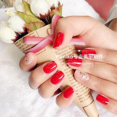 红色美甲款式图