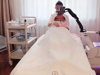 芙椿轻奢肌研所•芙椿发型私人订制