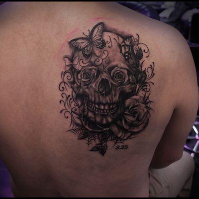 后背骷髅纹纹身款式图