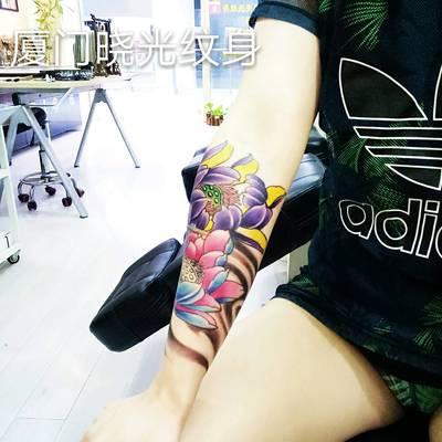 莲花纹身图