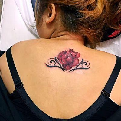 红玫瑰纹身款式图
