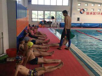 普利游泳俱乐部