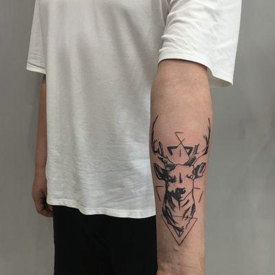 线条麋鹿纹身图