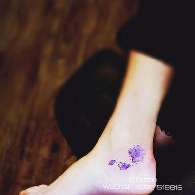 脚踝花纹身图