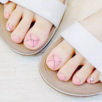 淡粉线美甲款式图