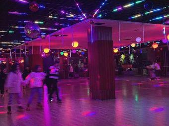 玖點伴轮滑溜冰场俱乐部