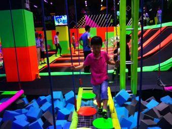 酷跳蹦床主题公园(环球港店)
