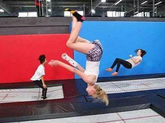 飞人蹦床运动乐园