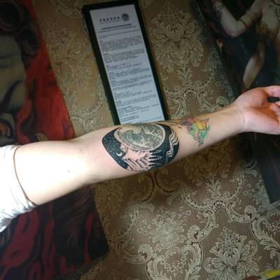 黑白点刺纹身图