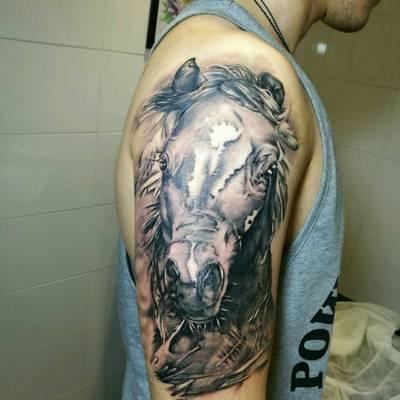 大臂图案纹身图