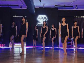 周丹丹爵士舞工作室