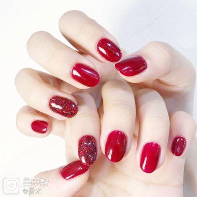 典雅红美甲款式图