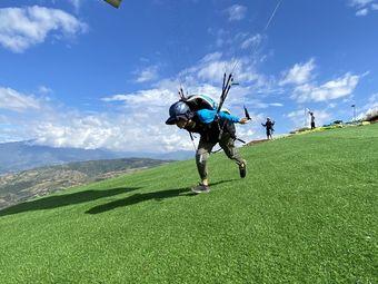 丽江云来滑翔伞飞行基地