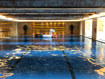 皇冠假日游泳馆