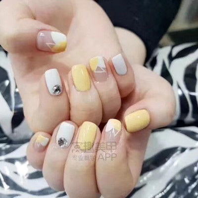 淡黄美甲款式图