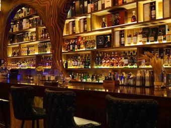 邱吉尔雪茄酒馆