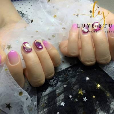 梦幻紫美甲图