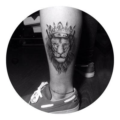 线条狮子纹身图