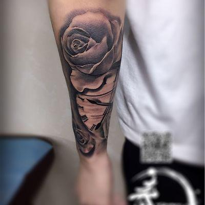 小手臂黑灰纹身款式图