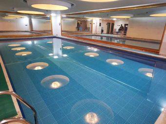石化国际酒店恒温游泳池
