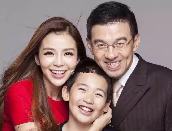 央视主持人朱迅15岁儿子近照罕见曝光,网友:还好长得像妈妈  第5张