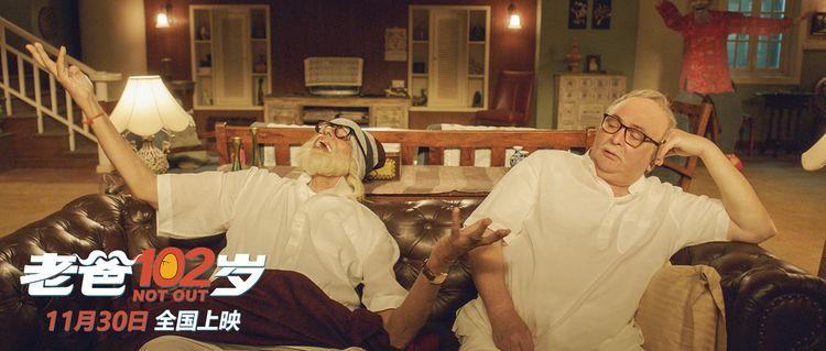 老爸与儿子陶醉听音乐.jpg