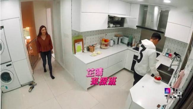 57岁黄日华香港豪宅意外曝光,超大露台能用来踢球  第5张