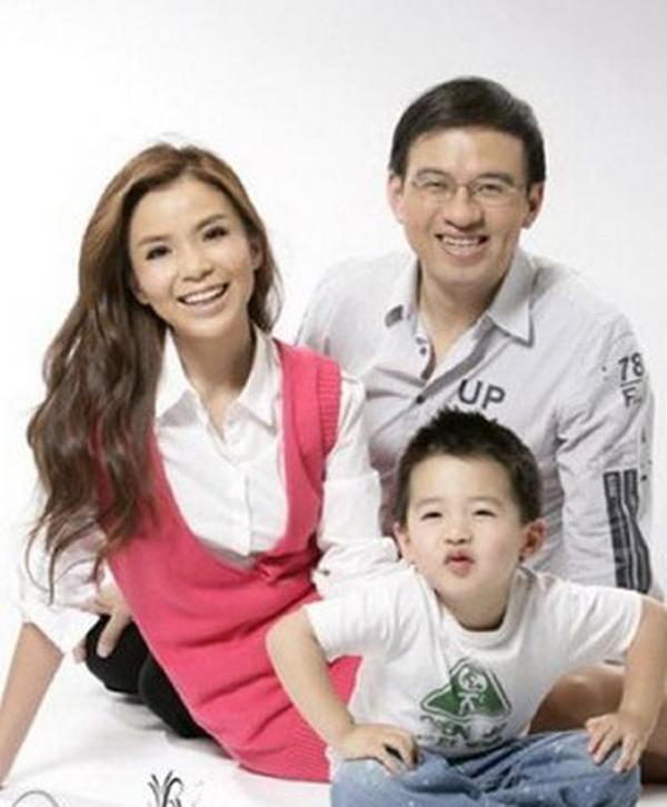 央视主持人朱迅15岁儿子近照罕见曝光,网友:还好长得像妈妈  第3张