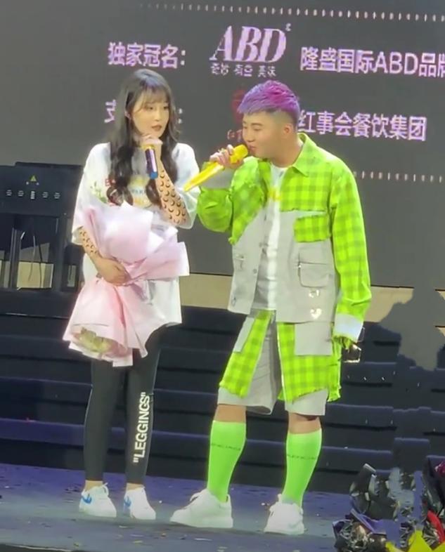 赵本山22岁女儿与网红同台演出,3个月瘦了50斤样